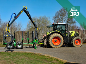 10 t vyvážecí vlek Farma, dosah hydraulické ruky 7 m, traktor Claas