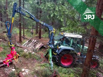 Hydraulická ruka Farma C 6,7 G3 + harvestorová hlavice Naarva S23C + traktor Fendt