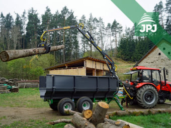 Vlek Farma - nosnost 8 t, dosah hydraulické ruky 5,3 m, klestová vana + traktor Zetor Major
