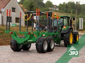 Vyvážečka Farma, nosnost 12 tun, dosah hydraulické ruky 7 m, traktor John Deere