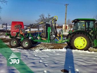 Vyvážečka dřeva Farma CT 7,0-10 G2 a traktor John Deere